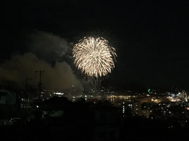 尾道市の住吉花火では、13,000発の花火が尾道の夜空を彩りました!