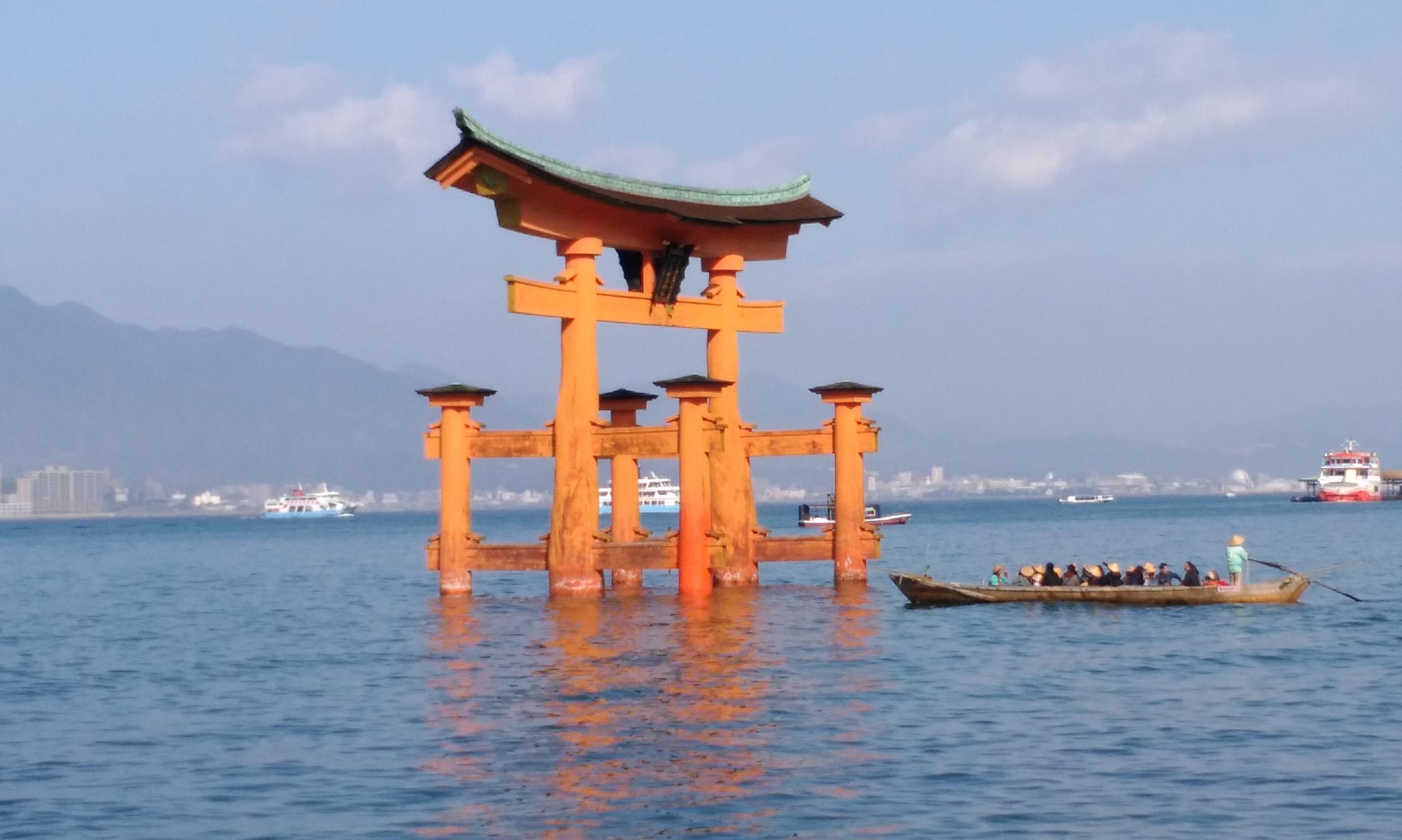 2017年1月3日:宮島へ初詣に行ってきました! -鳥居撮影スポットやトレンド(?)のお土産のお話をさせて頂きます!!-