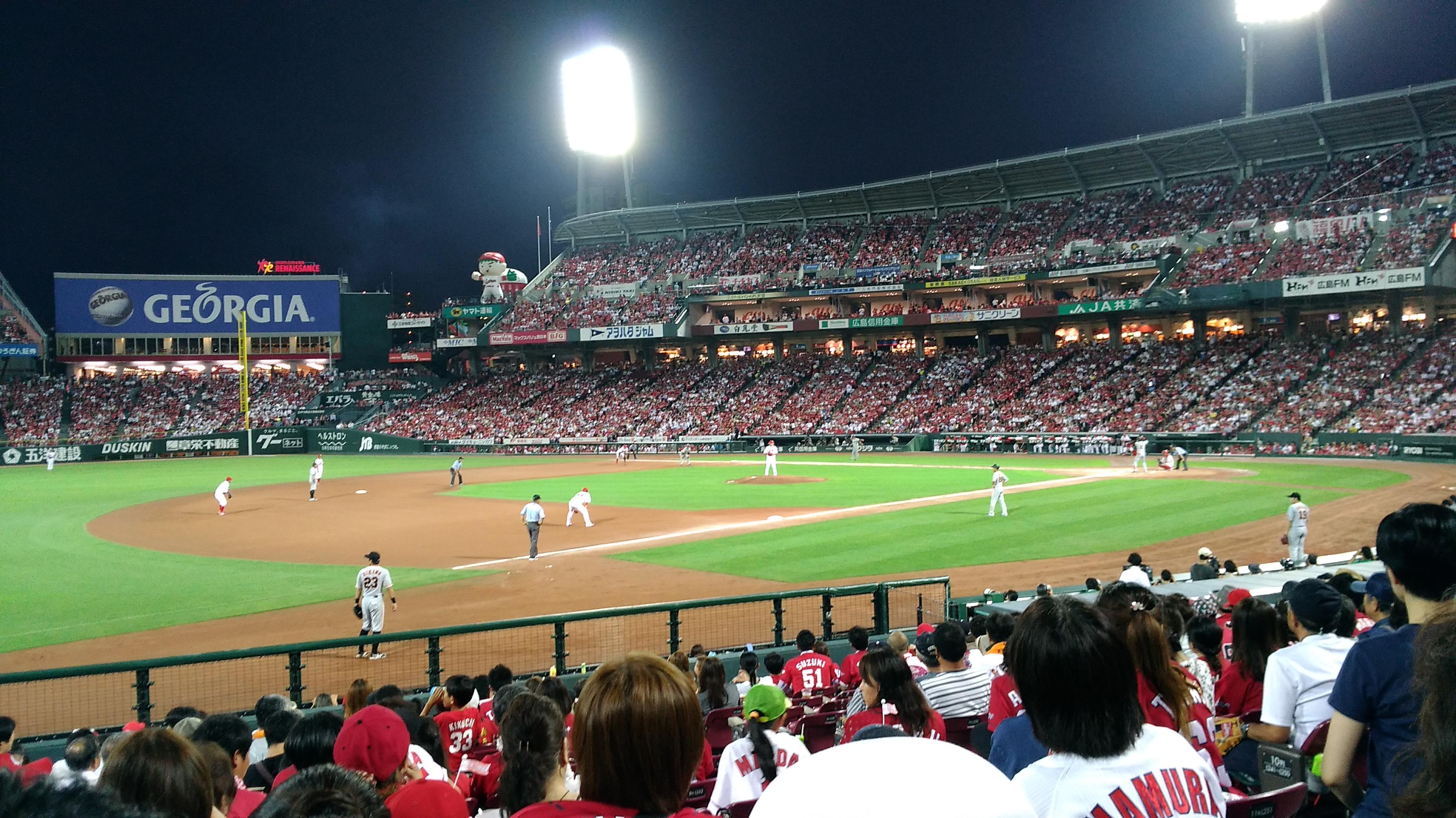 やっぱり【内野指定席A】では、プロ野球の迫力を堪能できますね! ‐ 2017年プロ野球・広島カープ・マツダスタジアム徹底ガイド 20 ‐