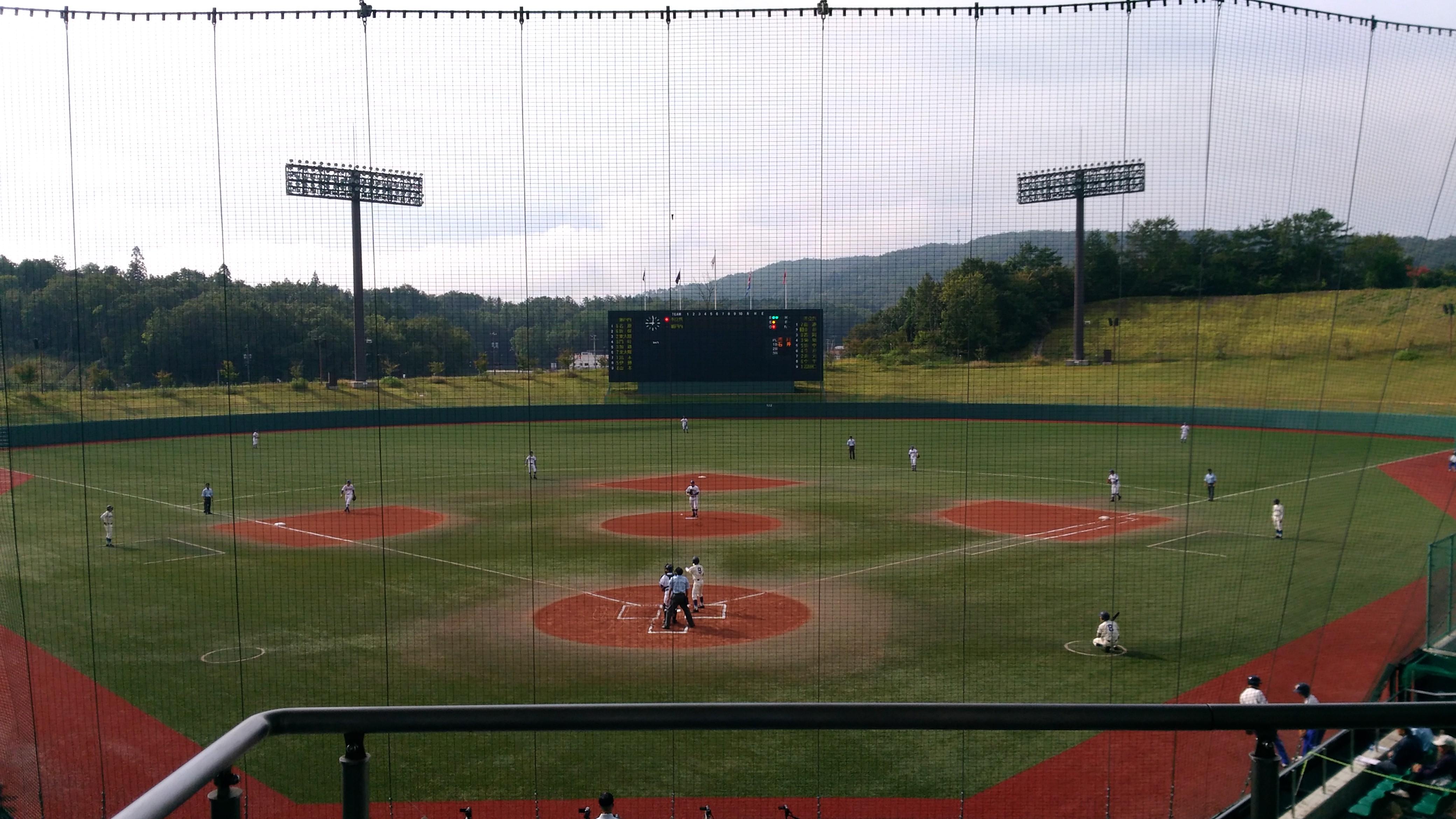 人工芝の綺麗な【三次きんさいスタジアム】で開催された「秋の高校野球」広島県大会も観に行きました!