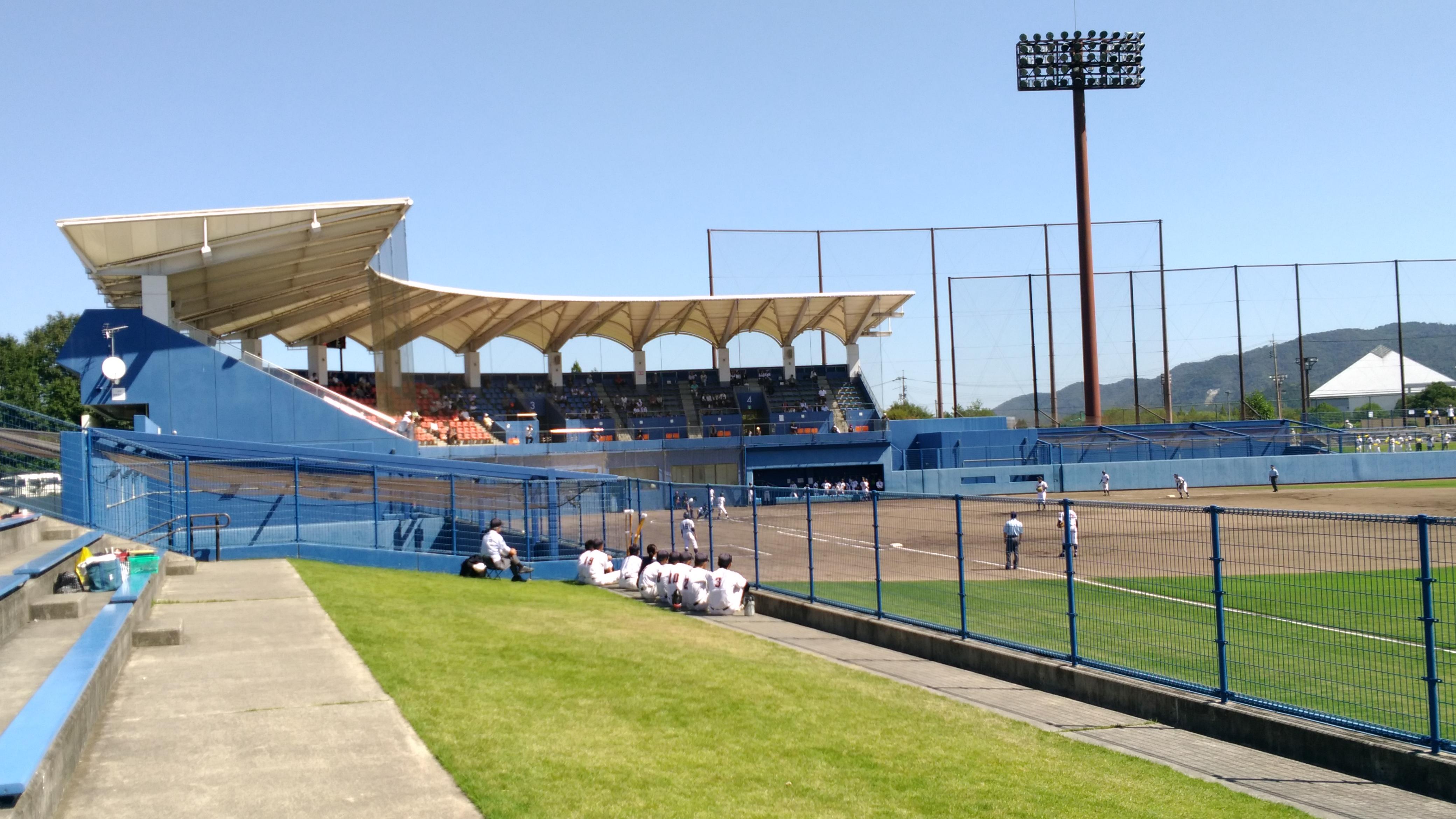 広~い【東広島運動公園】の「東広島アクアスタジアム」で開催された「秋の高校野球」広島県大会を観に行きました!